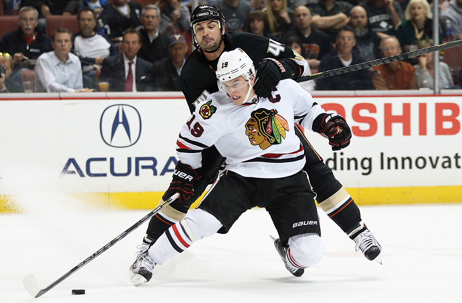 toews fighting for the puck
