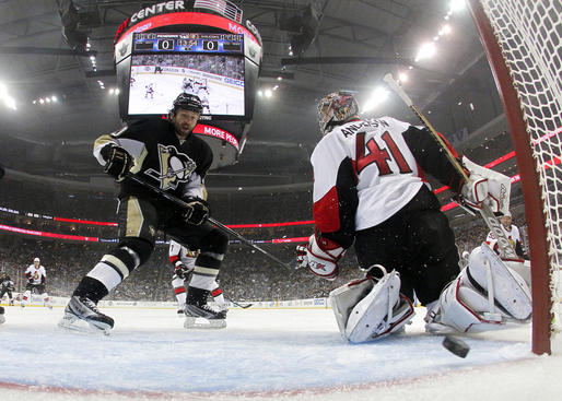 PITTSBURGH, PA - MAY 24:  Brenden Morrow #10 of the Pittsburgh Penguins scores in the first period past Craig Anderson #41 of the Ottawa Senators in Game Five of the Eastern Conference Semifinals during the 2013 NHL Stanley Cup Playoffs at Consol Energy Center on May 24, 2013 in Pittsburgh, Pennsylvania.  (Photo by Justin K. Aller/Getty Images)