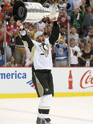Orpik-with-the-2009-stanley-cup